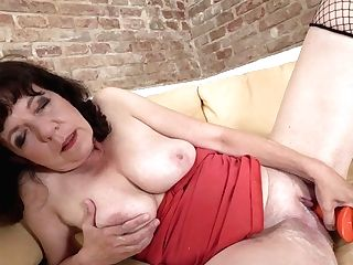 Hairy Housewife Pruning And Playing With Her Cunny - Maturenl