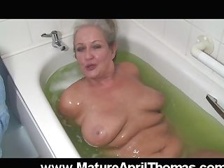 Matures Biotch Washing Her Old Beaver