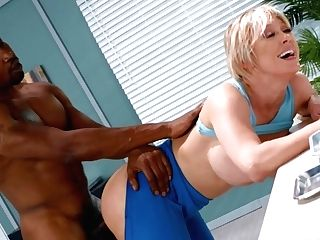 Dee Williams & Isiah Maxwell In Arse Reduction - Brazzers