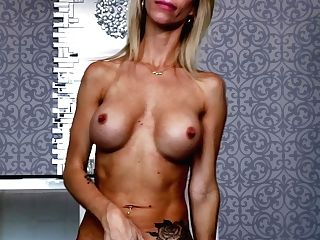 Middle Older Woman Mary Queen Fox Shows Her Beautiful Vag And Titty