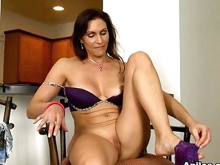 Raven Lechance In Delightful Taunt - Anilos