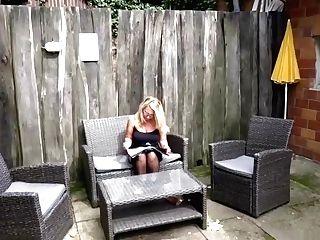 Nachbar Mit Dem Riesen Pimmel Fickt Geile Mummy Im Garten