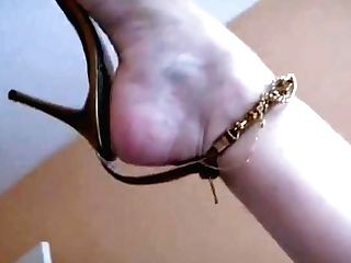 Sexy Matures Feet In Sandals