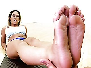Stunning Blonde Chick With Sexy Figure Capri Cavanni Gives Footjob